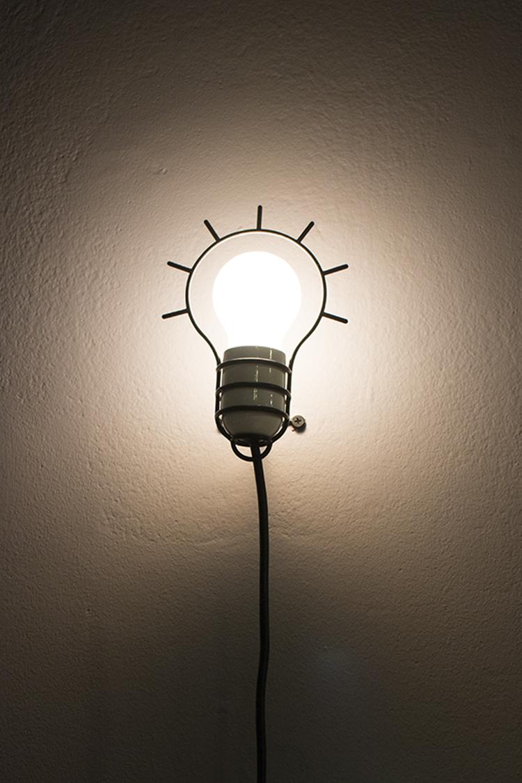 קובי פרץ. קו מתאר פופי של הנורה המופיעה בכרזתו של ורדימון