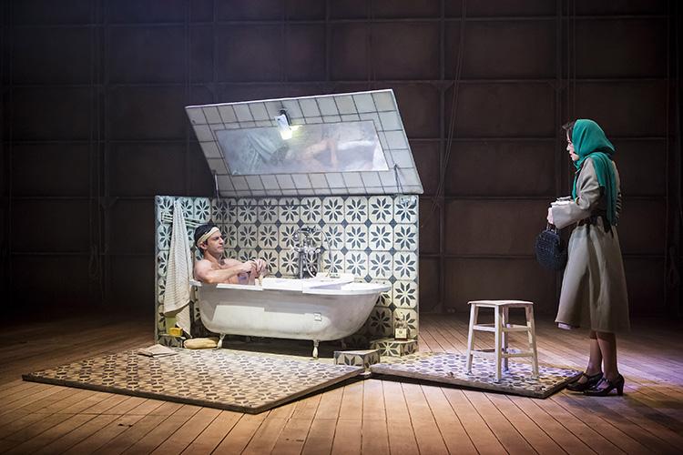 ארגז האמבטיה. צילום: כפיר בולטין. תפאורן: ערן עצמון.