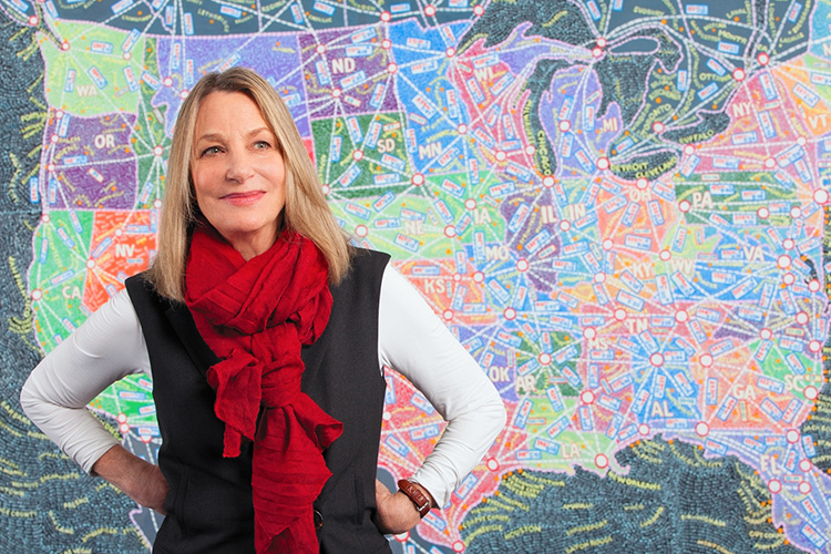 פולה שר, מעצבת גרפית, על רקע ציור מפה, פרק 6