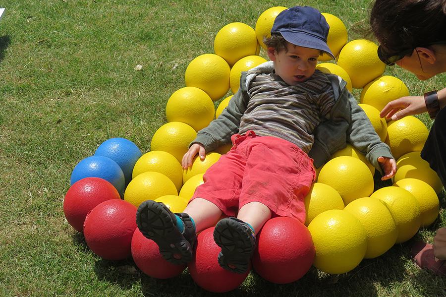 בנו של דניאל לאקוס חונך את פוף במבה אדומה. צילום: אשריאן מירב