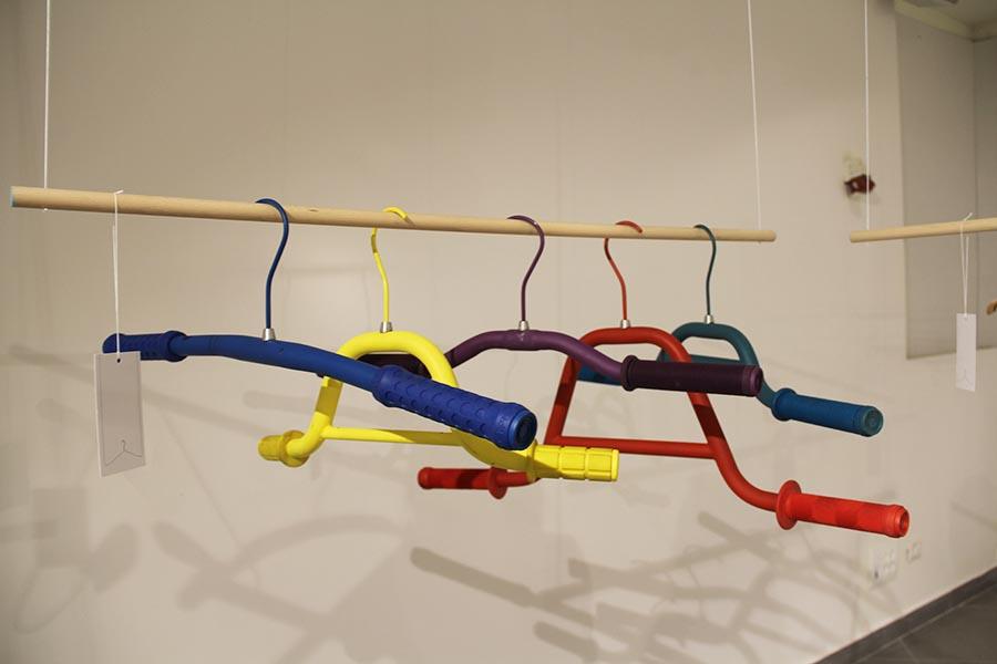דניאל גולמבו - סדרת קולבים העשויים מכידוני אופניים ישנים