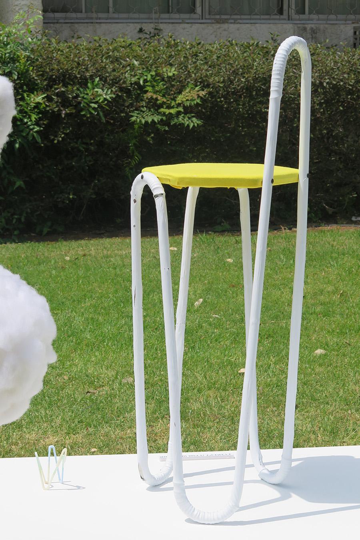 כיסא קשיות והמודל. צילום: אשריאן מירב