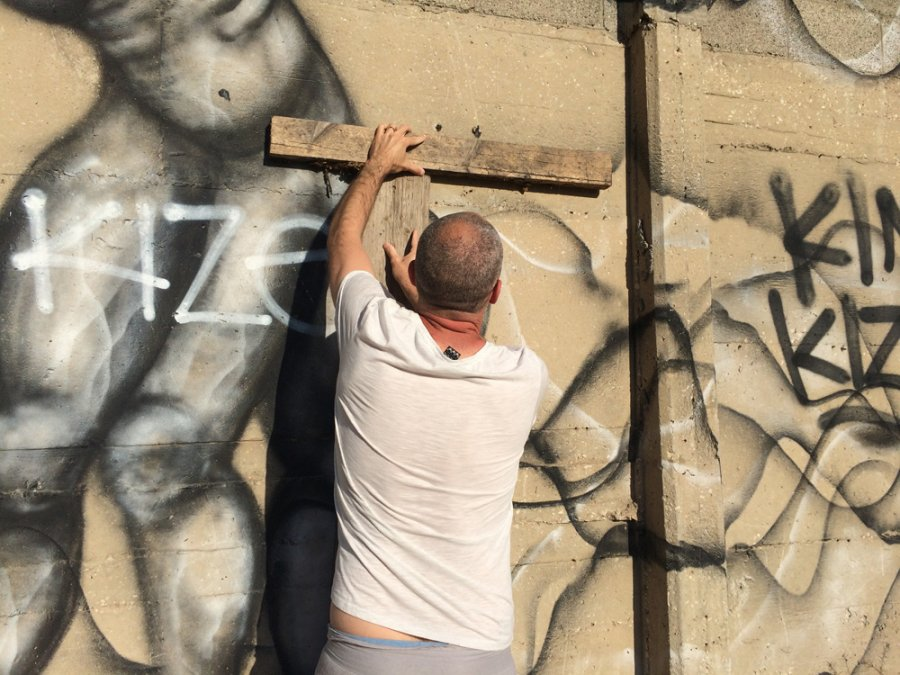 אזור הסף הקיר בקצה המערבי של ג'סי כהן, מגיש: הראל חובר. קיר גרפיטי