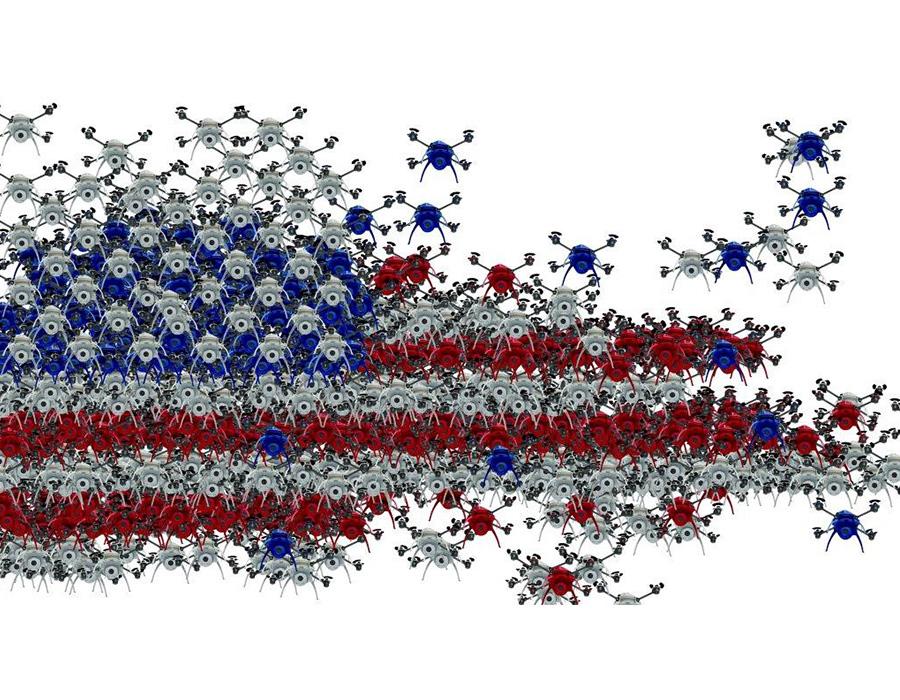 דגל ארה״ב המורכב מרחפנים, עבודתו של האמן קליף אוונס, מתוך וידיאו