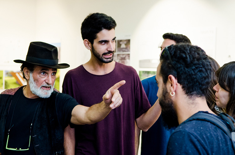 דוד פאר והסטודנטים. צילום: גיא בן עטר