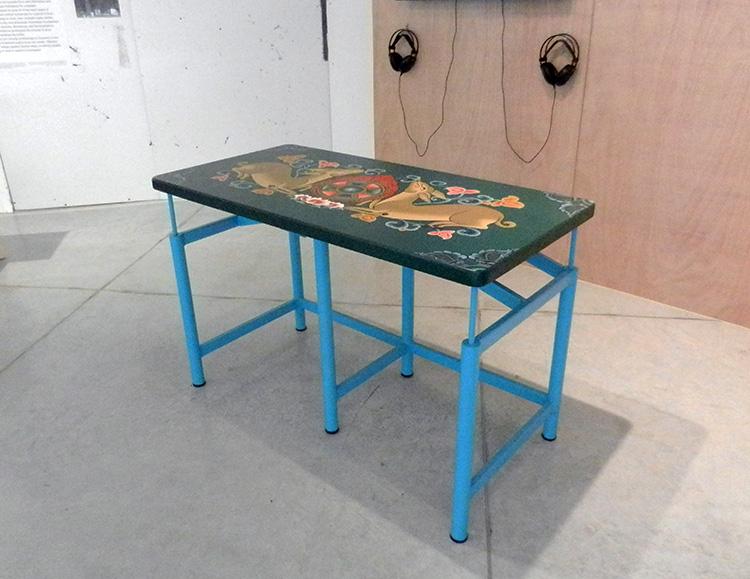 שולחן מגן לרעידות אדמה