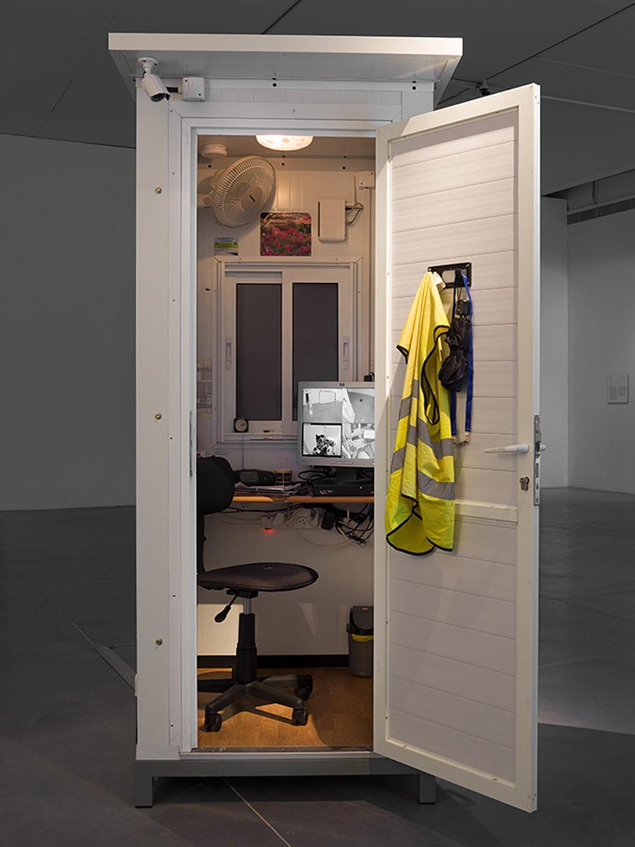 ״אזור אוטונומי ארעי״, עבודתו של האמן צח חכמון. צילום: אלעד שריג