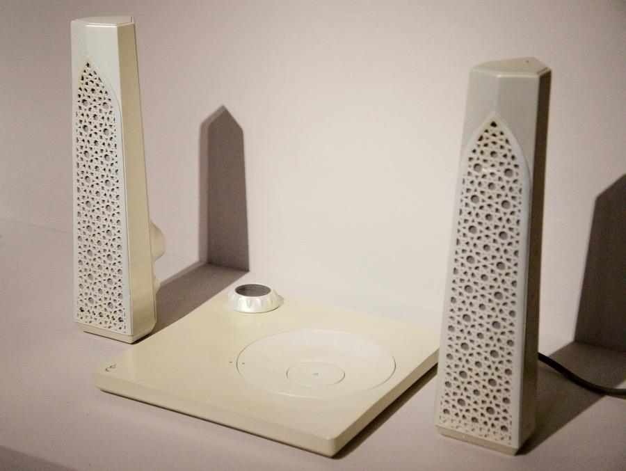 """העבודה """"אלהמברה"""" של הדר תדהר. עיצוב מוצרים חדשניים בהשראות עיצוביות ערביות ואיסלאמיות. צילום: אורית בהרל רום."""