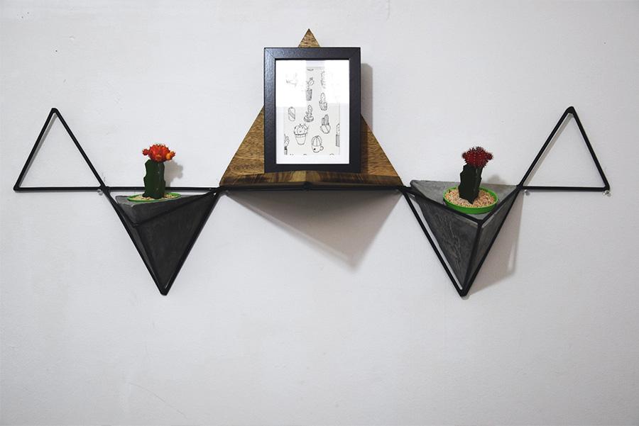 אנג'ליקה ליבשיץ: מדף בהשראת אוריגמי.