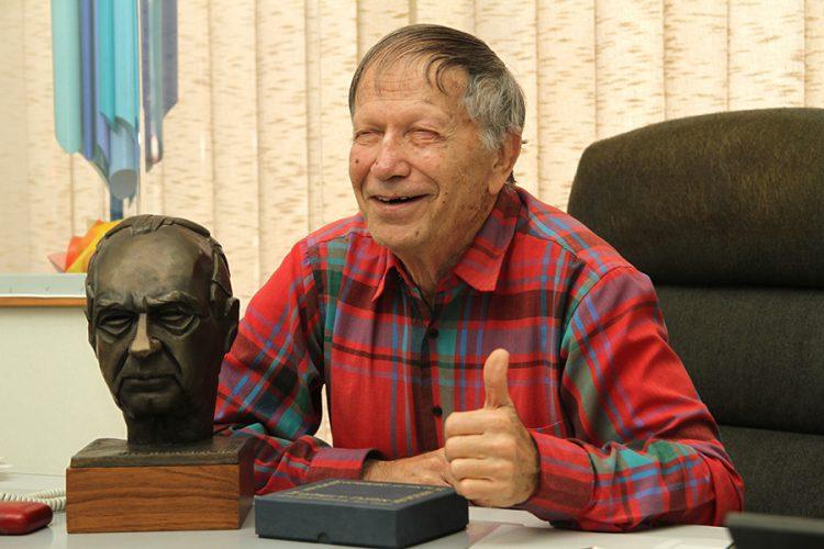 אליעזר ויסהוף ופסל יצחק רבין. צילום: טל אביגד