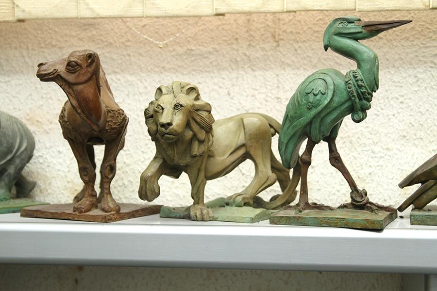 סדרת פסלי ברונזה של בעלי־חיים. אליעזר ויסהוף (1). צילום: טל אביגד