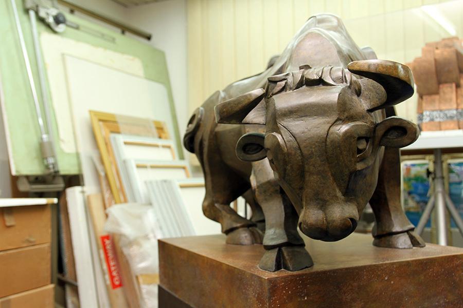 סדרת פסלי ברונזה של בעלי־חיים. אליעזר ויסהוף (3). צילום: טל אביגד