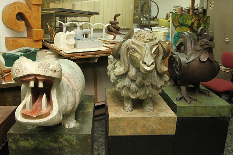 סדרת פסלי ברונזה של בעלי־חיים. אליעזר ויסהוף (2). צילום: טל אביגד