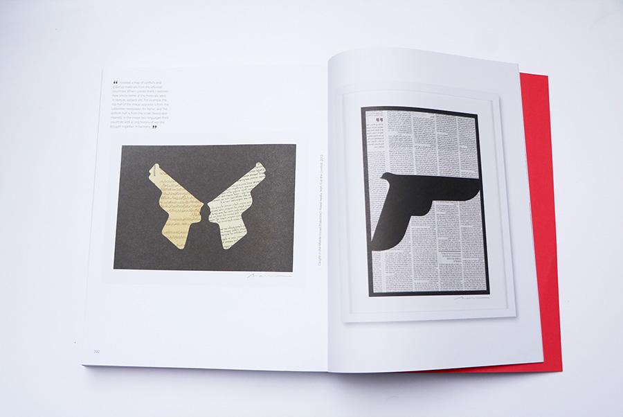 משמאל:'Cut in the Middle Israel-Palestine' מימין: Make The Right Choice' 2013'