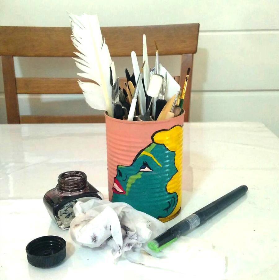 קופסאת הכלים וקסת הדיו שלי. צילום:  לב מזוז קליפ