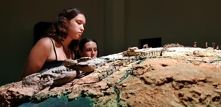 מסע ההפלטות, רניי מזור (מתוך התערוכה)