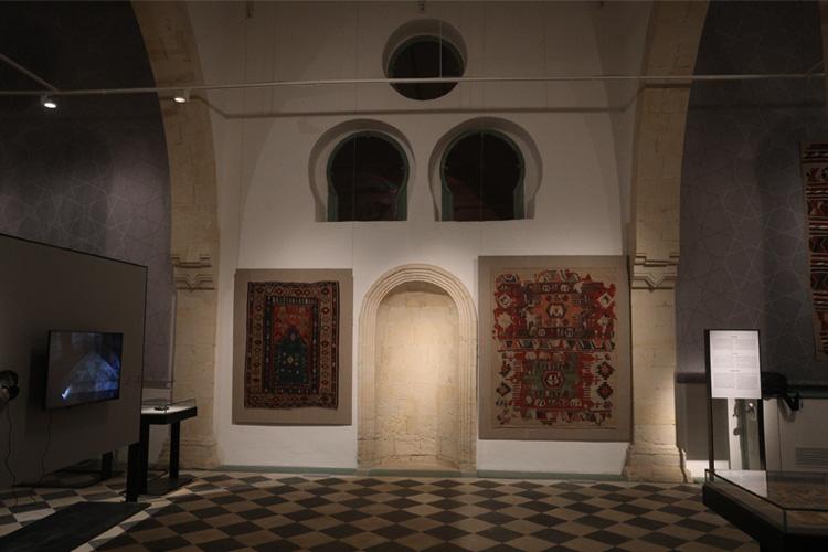 שטיחי קיל טורקיים עתיקים בחלל התערוכה, צילום: רפי דלויה