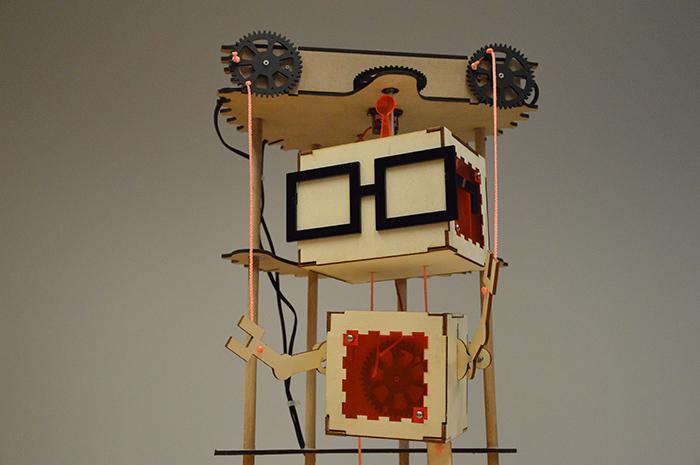 ״Dancing Robot״, צילום: האנה שטראוס
