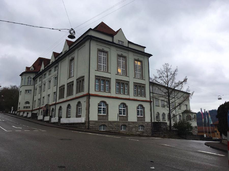 בניין אוניברסיטת HFG. צילום: אליזבת' שיר
