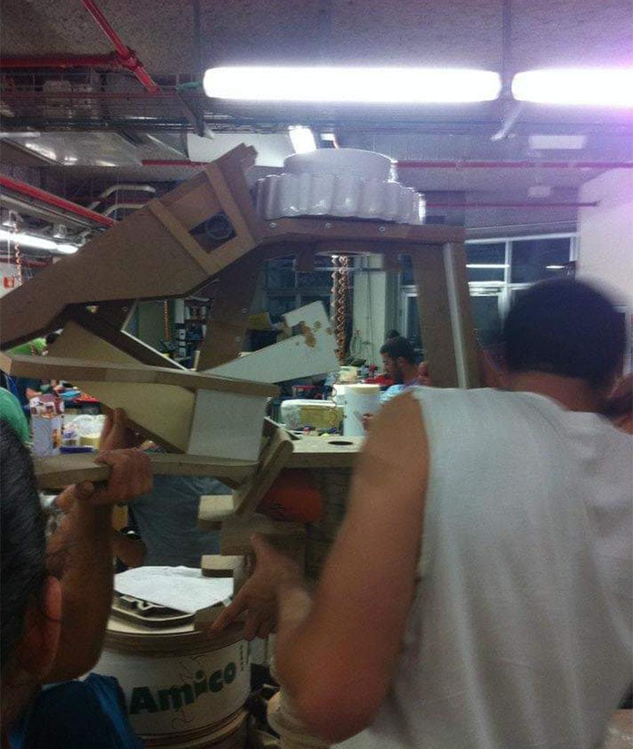 סטודנטים עובדים בסדנה